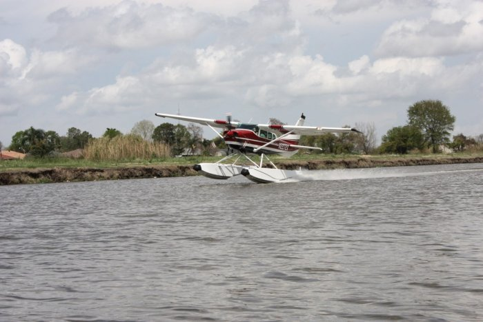 Picture of seaplane in one float step taxi.